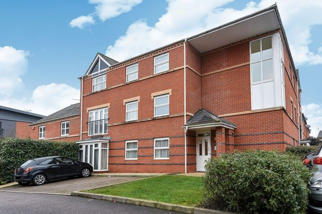 Thumbnail Flat for sale in Alma Road, Banbury