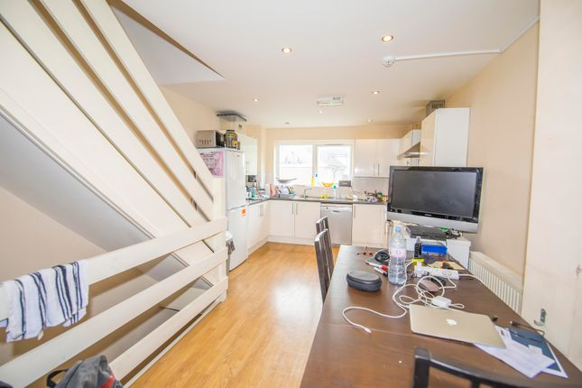 Thumbnail Town house to rent in Capstan Square, London