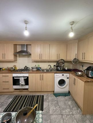 Thumbnail Town house to rent in Rose & Crown Mews, Isleworth