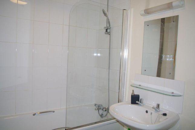 2Nd_Ensuite_Toilet_W_Bathtub