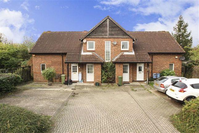 Thumbnail Flat to rent in Caraway Close, Walnut Tree, Milton Keynes, Bucks