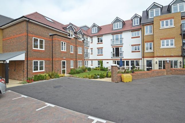 Thumbnail Property to rent in Canterbury Road, Sittingbourne