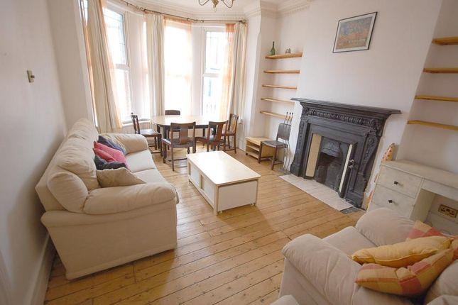 Thumbnail Flat for sale in Arcadian Gardens, London