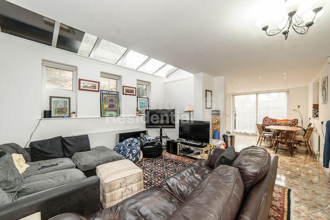Thumbnail Flat to rent in Cornford Grove, London