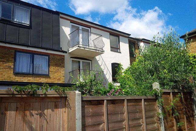2 bed flat to rent in Thornhill Road, London, Greater London N1