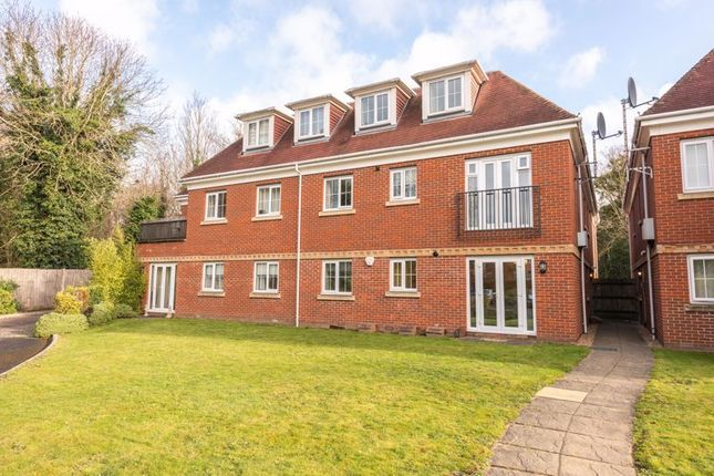 2 bed flat to rent in Woburn Hill, Addlestone KT15