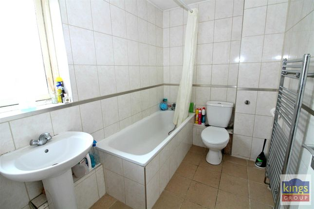 Bathroom A of Apprentice Way, Clarence Road, London E5