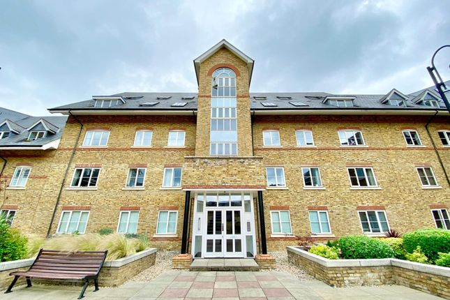 2 bed flat to rent in Station Road, Ware SG12