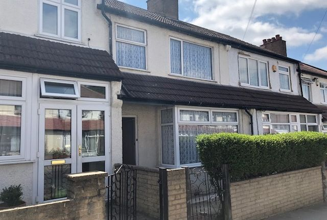 Thumbnail Terraced house to rent in Midhurst Aavenue, Crodon