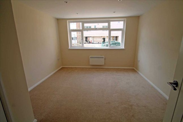 Flat for sale in Goodenough Way, Old Coulsdon, Coulsdon