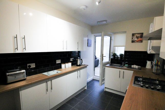 5 bed shared accommodation to rent in Windmill Avenue, Conisbrough DN12