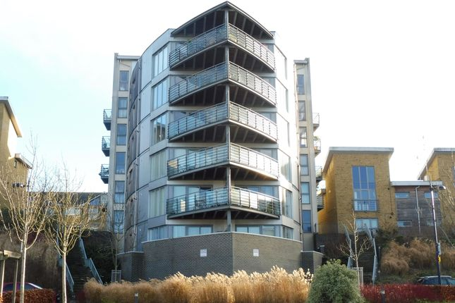 2 bed flat to rent in Arundel Square, Maidstone