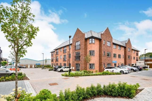2 bedroom flat for sale in Station Road, Hook, Hampshire