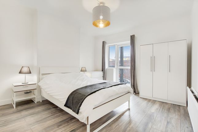 Thumbnail Shared accommodation to rent in Tarling Street, Shadwell, London
