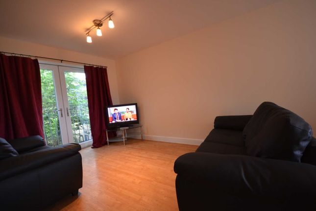 2 bed flat to rent in King Cross Street, Halifax