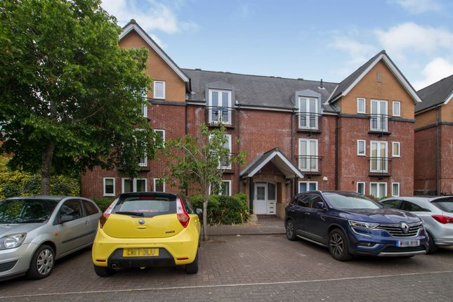 2 bed flat for sale in Windlass Court, Barquentine Place, Cardiff CF10