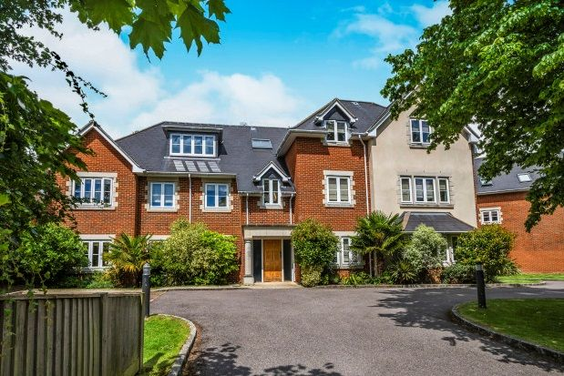 Thumbnail Flat to rent in Wray Park Road, Reigate