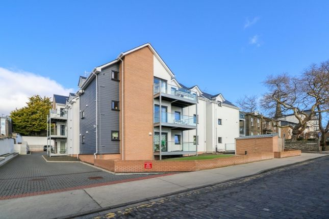 2 bed flat to rent in Roseangle, West End, Dundee DD1