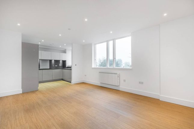 Thumbnail Flat for sale in Kinsheron Place, East Molesey