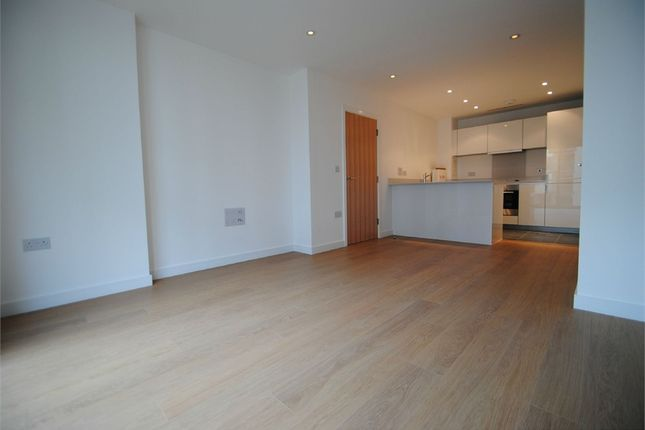Thumbnail Flat to rent in 3 Saffron Central Square, Croydon, Surrey