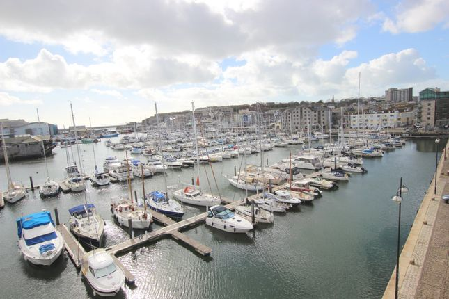 Thumbnail Flat for sale in Pinnacle Quay, 8 Harbour Avenue, Sutton Harbour, Plymouth