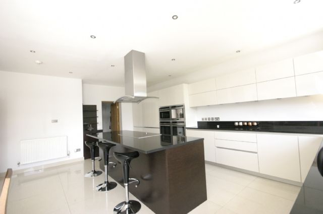 Thumbnail Semi-detached house to rent in Wynchgate, Southgate, London
