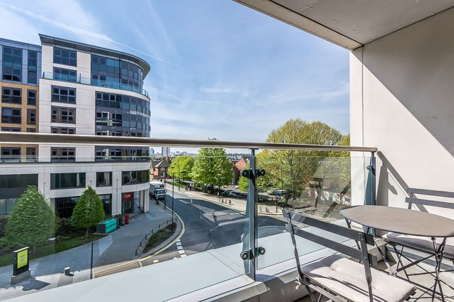 Thumbnail Flat for sale in Townmead Road, London
