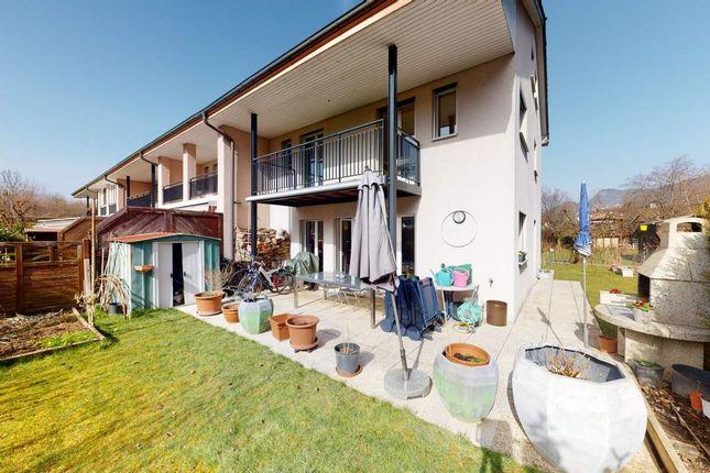 Thumbnail Villa for sale in Villeneuve, Switzerland