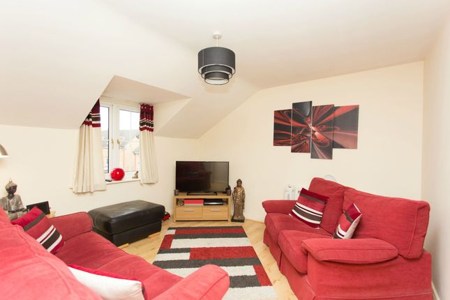 Thumbnail Flat to rent in Pennyfield Close, Meanwood, Leeds