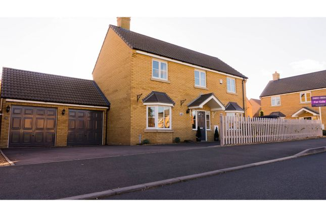 Thumbnail Detached house for sale in Hillfield Road, Oundle