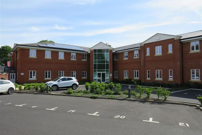 Thumbnail Flat to rent in Ettington Road, Wellesbourne, Warwick