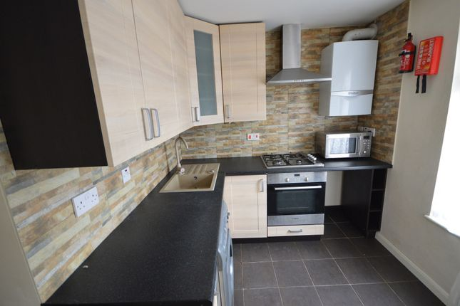 Thumbnail Flat to rent in Dagenham Road, Romford