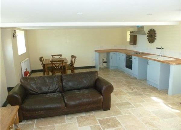 Thumbnail Terraced house to rent in The Annex Woodlands Farm, Mildenhall, Marlborough