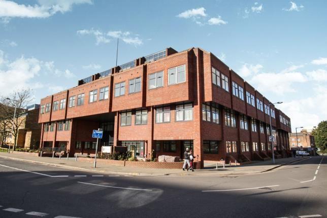 New Build Flats Luton Town Centre
