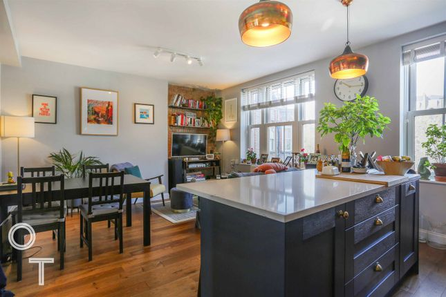 Flat for sale in Queens Crescent, London