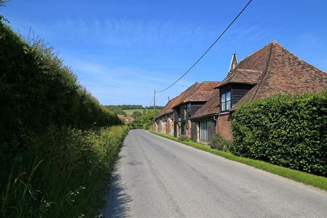 Thumbnail Cottage to rent in Canterbury Road, East Brabourne, Ashford