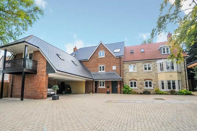 Thumbnail Flat to rent in Central Botley, Oxford