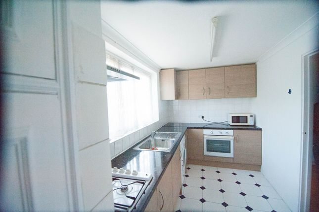Thumbnail Flat to rent in The Dell, Feltham