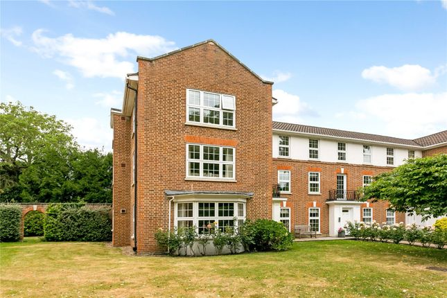 Thumbnail Flat for sale in Swinnerton House, Phyllis Court Drive, Henley-On-Thames, Oxfordshire