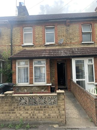 3 bed terraced house to rent in Russell Road, Gravesend DA12
