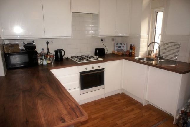 Thumbnail Flat to rent in Victoria Rise, London