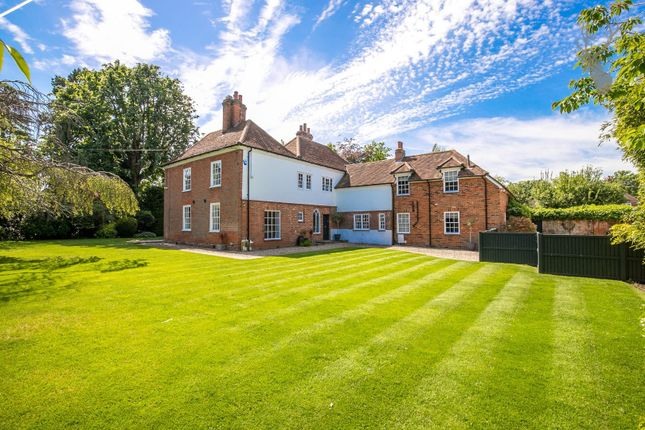 Thumbnail Detached house for sale in Palmers Hill, Epping