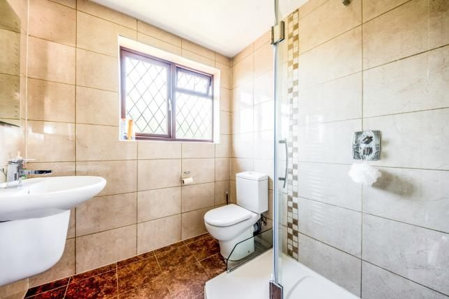 Ensuite of Cryselco Close, Kempston, Bedford, Bedfordshire MK42