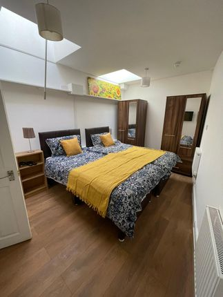 Thumbnail Property to rent in Castle Street, Salisbury