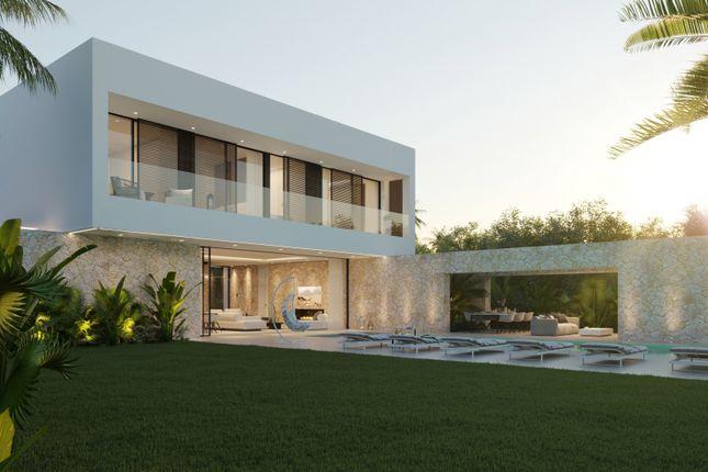 Thumbnail Villa for sale in Cortijo Blanco, San Pedro De Alcantara, Malaga