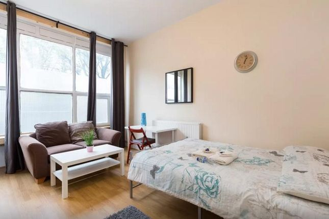 2 bed flat to rent in Cannon Street Road, London E1