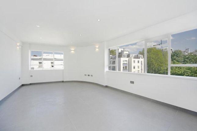 Thumbnail Flat to rent in Lansdowne Road, London