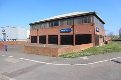 Thumbnail Light industrial to let in 173 Basingstoke Road, Reading, Berkshire