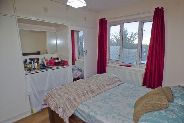 Bedroom of Oakleigh Court, East Barnet EN4