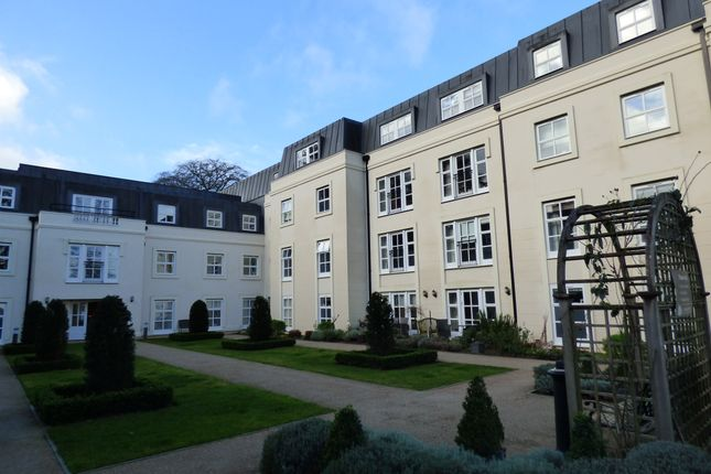 Thumbnail Flat for sale in 40 Inglewood House, Hungerford